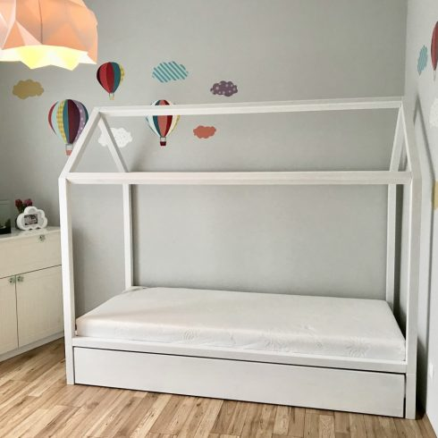 Házikó ágy tölgy festett fehér szürke kihúzható vendégággyal