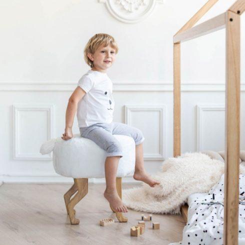 Szőrmés puff gyerek és felnőtt szék fehér montessori gyerekszoba